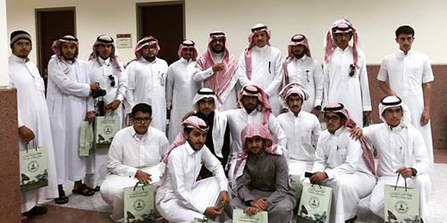 زيارة وفد طلاب كليتي العلوم والآداب والمجتمع بالنماص لمكتبة جامعة المؤسس